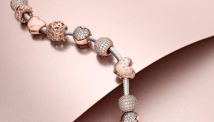 Il fascino dei bracciali Pandora e il segreto del loro successo ... c9e67dcb05e7