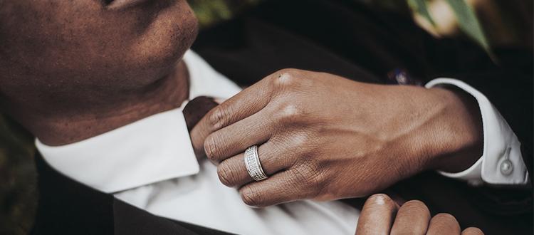 Anelli da uomo: a ogni dito il suo anello